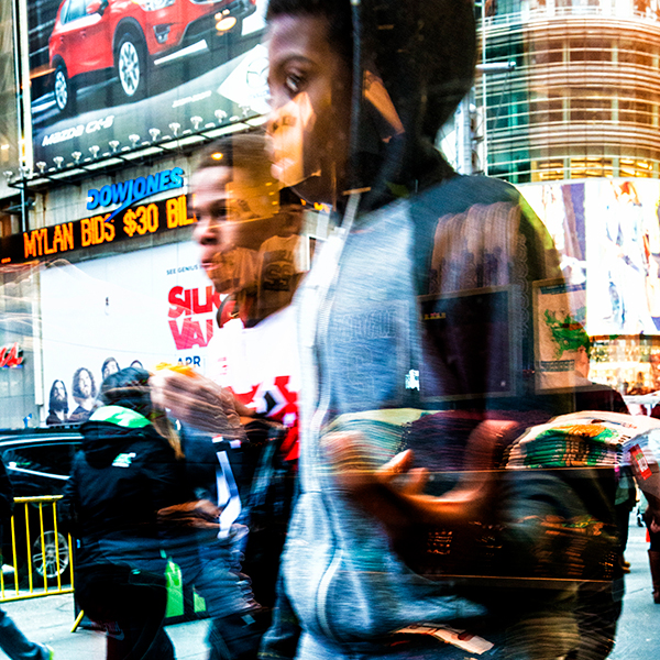 DIRK FIETZ   NEW YORK PEOPLE ON TIME SQUARE